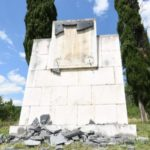 Detect and punish those who vandalised an anti-fascist monument